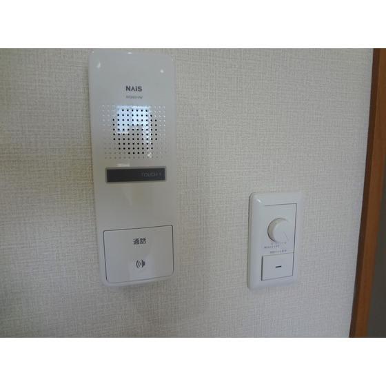 インターホンと照明スイッチ