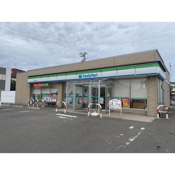 ファミリーマート青森油川店