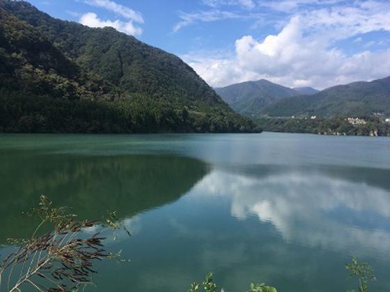 赤谷湖すぐそばです