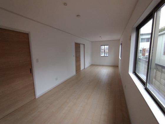 北側洋室。間仕切り収納をはじに寄せればこんな風に広々と使えます!