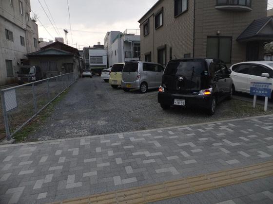 本町福谷駐車場